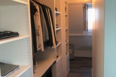 Verbouwing bovenverdieping: inloopkast achter bed